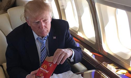 Nhà báo Mỹ nói Trump thích đồ ăn nhanh vì sợ bị đầu độc