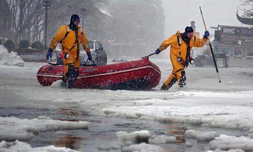 Bờ Đông nước Mỹ ngập lụt trong băng đá