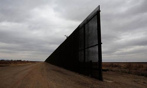 Một đoạn tường biên giới Mỹ - Mexico ở bang Texas tháng 1/2017. Ảnh:Reuters.