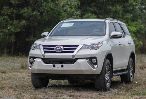 Kỳ vọng giá giảm nhờ thuế nhập khẩu về 0% từ 2018 chia đều cho Toyota Fortuner, Ford Everest và nhiều mẫu xe khác. Ảnh: Lương Dũng.