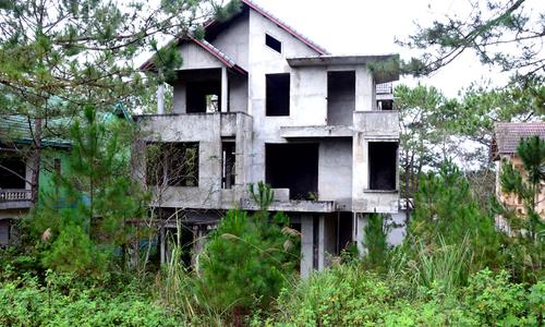 Gần trăm biệt thự bỏ hoang trong khu du lịch sinh thái