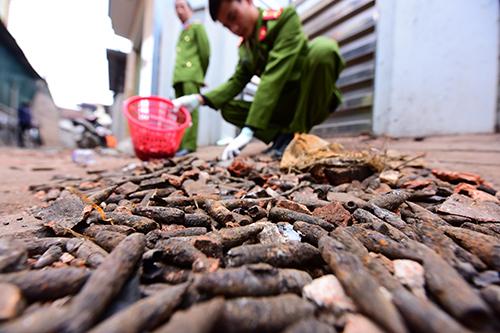 Đầu đạn thu gom được sau vụ nổ ở Bắc Ninh. Ảnh: Giang Huy