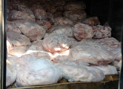Số thịt heo phát hiện trong container. Ảnh: Ban ATTP