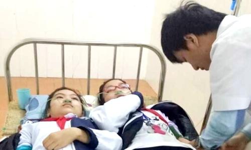 25 cô trò nhập viện do hít phải khí độc từ nhà máy thép