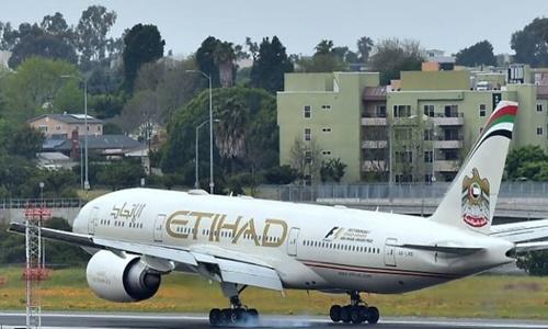Một máy bay của hãng hàng không Etihad. Ảnh: AFP.