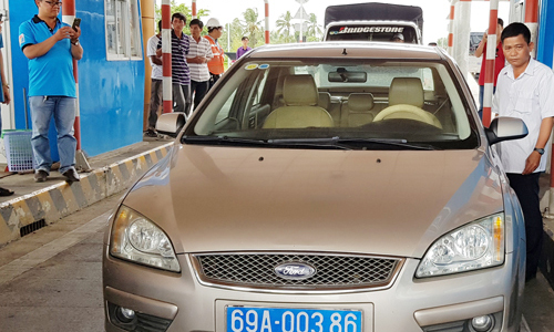 Tài xế ôtô biển xanh phản đối trạm BOT Sóc Trăng
