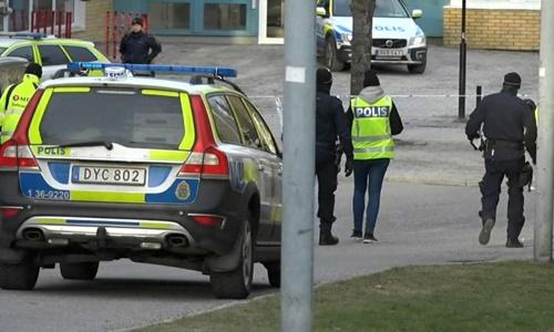 Cảnh sát phong tỏa hiện trường vụ nổ. Ảnh: Sky News.