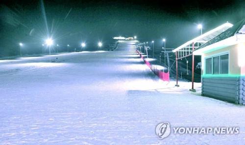 Khu nghỉ dưỡng trượt tuyết mới mở ở Triều Tiên. Ảnh: Yonhap.