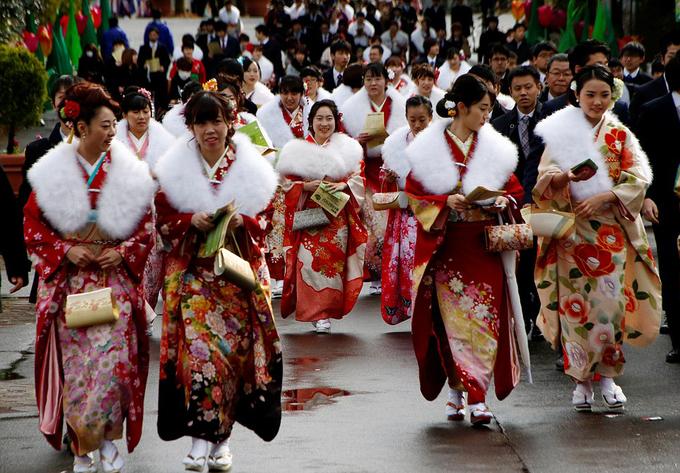 Các cô gái Nhật xúng xính váy áo trong lễ trưởng thành