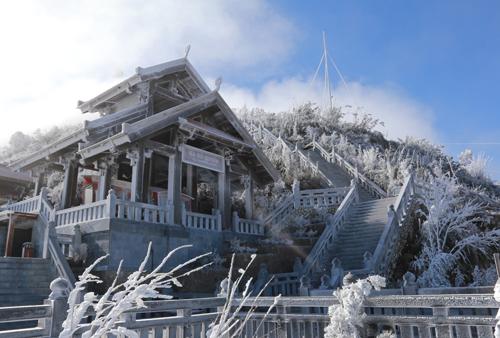 Đỉnh núi Fansipan nhiều khả năng xuất hiện băng giá trong đợt rét đậm này. Ảnh: CTV.