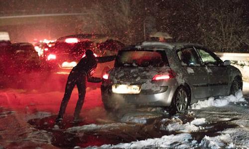 Hàng nghìn người kẹt trong ôtô vì tuyết ở Tây Ban Nha