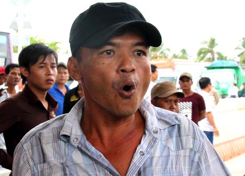Tài xế la hét phản đối trạm BOT Sóc Trăng, quốc lộ 1 tê liệt