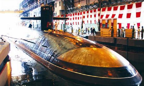 Tàu ngầm hạt nhân INS Arihant neo đậu tại cảng năm 2014. Ảnh: Reuters.