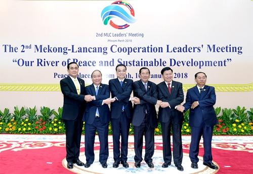 Các nhà lãnh đạo chụp ảnh tại hội nghị. Ảnh: VGP.