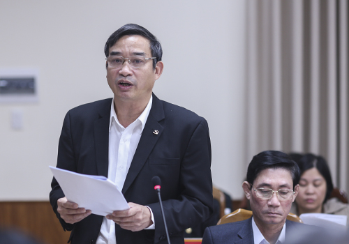 Ông Lê Trung Chinh - Bí thư quận ủy Ngũ Hành Sơn nên nhiều kiến nghị tại buổi làm việc. Ảnh: Nguyễn Đông.