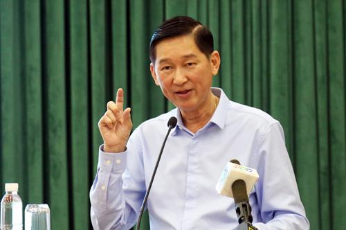 Phó chủ tịch UBND TP HCM Trần Vĩnh Tuyến phát biểu tại hội nghị. Ảnh: Hữu Công