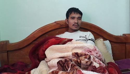 Chủ tàu Lê Văn Mạnh may mắn thoát chết sau khi tàu chìm. Ảnh: Lam Sơn.
