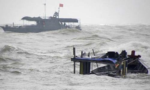 Nỗi đau ở làng biển khi nhiều tàu cá bị sóng dữ nhấn chìm