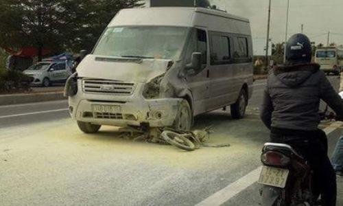 Ôtô kéo lê xe máy dưới gầm rồi bốc cháy, một người chết