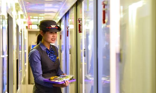 """Đoàn tàu """"5 sao"""" với suất ăn hàng không trên hành trình Bắc Nam"""