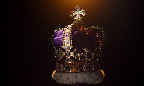 Ngọc quý trên vương miện Nữ hoàng Anh từng được chôn dưới đất