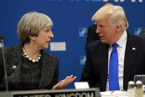 Thủ tướng Anh Theresa May và Tổng thống Mỹ Donald Trump. Ảnh: AP.