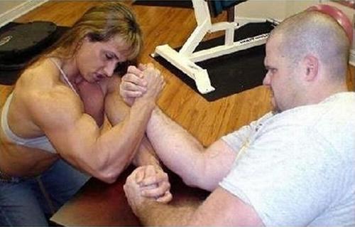Chỉ là khoe tí cơ bắp thôi mà.