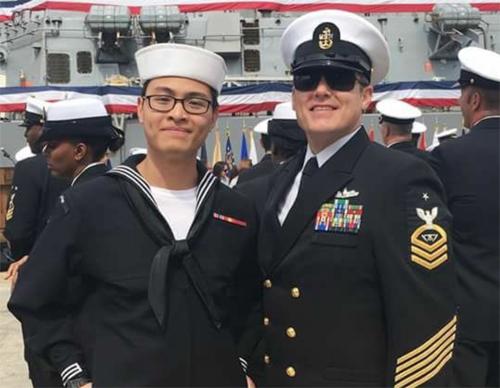 Ngoc Truong (trái), cựu lính Hải quân Mỹ gốc Việt, qua đời ở tuổi 22 vì ung thư máu. Ảnh: Fox News.