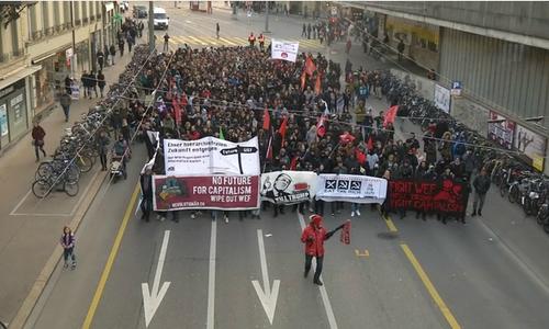 Hàng trăm người biểu tình chống Trump ở thủ đô Thụy Sĩ