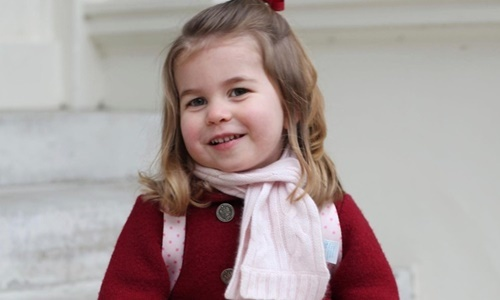 Công chúa nhỏ nước Anh học nói hai thứ tiếng