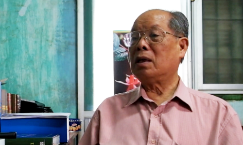 PGS Bùi Hiền đã được cấp bản quyền tác giả cho tác phẩm Bài viết về cải tiến chữ quốc ngữ. Ảnh: Quỳnh Trang