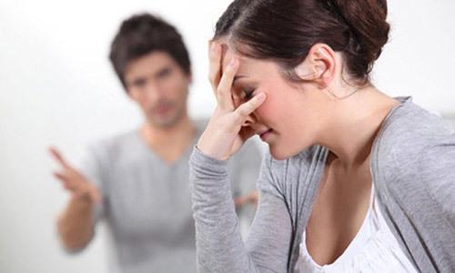 Chồng lôi cả cha mẹ, họ hàng tôi ra chửi mắng thậm tệ -