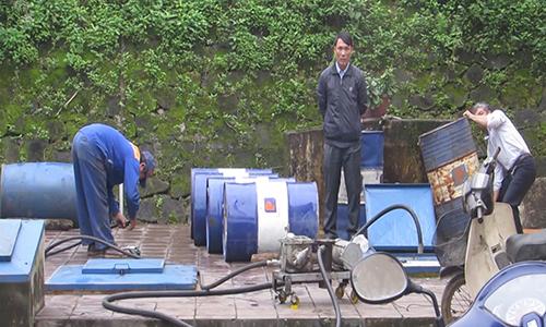 Nhiều xe máy gặp sự cố do mua xăng pha nước ở Quảng Trị