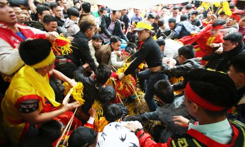 Hội Gióng và Chùa Hương bỏ lễ phát lộc