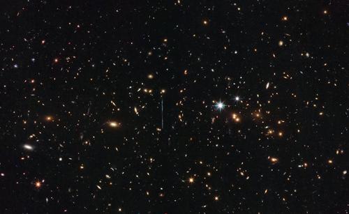 Hình ảnh cụm thiên hà El Gordo trong vũ trụ. Ảnh: NASA.