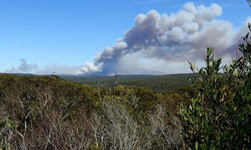 Cháy lớn do nắng nóng ở công viên Australia, 200 người sơ tán