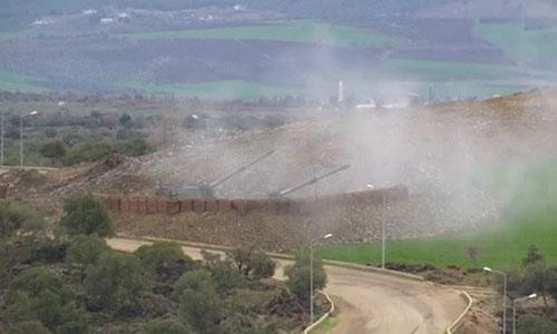 Thổ Nhĩ Kỳ nã pháo sang biên giới Syria ngày 18/1. Ảnh: Reuters.