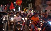 """Người hâm mộ """"một đêm không ngủ"""" sau chiến thắng của U23 Việt Nam"""