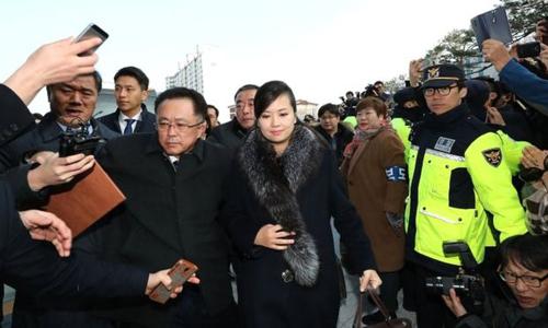 Bóng hồng đứng đầu nhóm nhạc Triều Tiên gây sốt khi đến Hàn Quốc