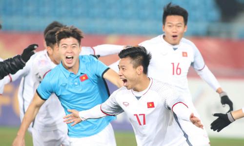 Fan Việt ở nước ngoài vỡ oà vì chiến thắng của U23 Việt Nam