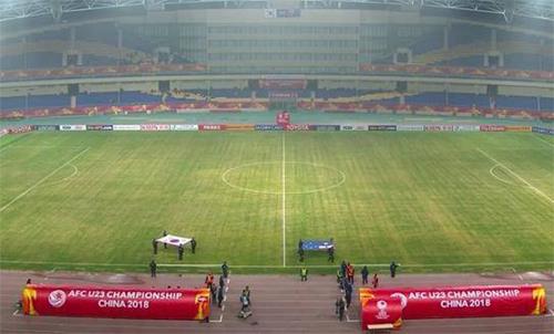Khán đài vắng bóng người trong trận thi đấu sau khi Trung Quốc thua. Ảnh: Sina.