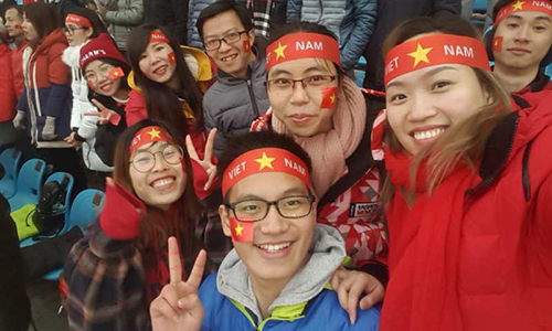 Người Việt tại Trung Quốc chia sẻ sự hưng phấn khi xem U23 Việt Nam từ khán đài