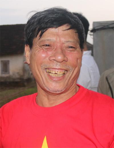 Bố trung vệ Tiến Dũng đấm tivi khi U23 Việt Nam bị thổi phạt đền