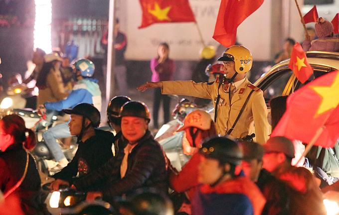Công an trắng đêm giữ an ninh đường phố