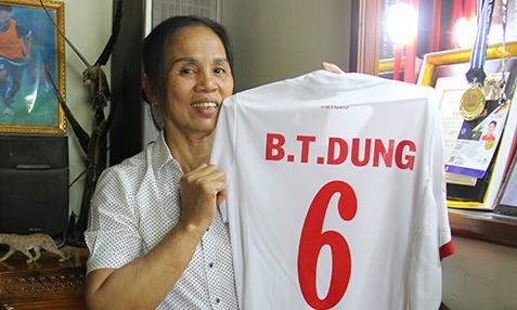 Bố mẹ Tiến Dũng, Quang Hải không đi Trung Quốc cổ vũ U23