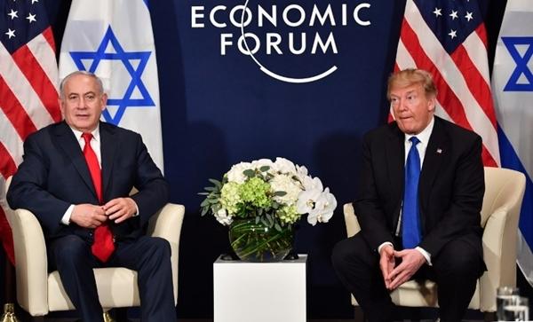 Tổng thống Mỹ Donald Trump nói trong cuộc gặp với Thủ tướng Israel Benjamin Netanyahu tại Davos, Thụy Sĩ, ngày 25/1. Ảnh: AFP.