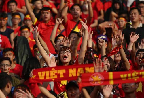 Người hâm mộ bóng đá Việt Nam xem trận bán kết hôm 23/1 tại sân vận động Hàng Đẫy, Hà Nội. Ảnh:Ngọc Thành.
