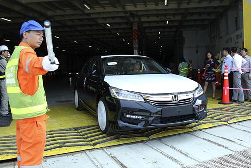 Ôtô nhập khẩu về Việt Nam từ 2018đối diện không ít khó khăn bởi nhiều rào cản của hàng rào phi thuế quan.