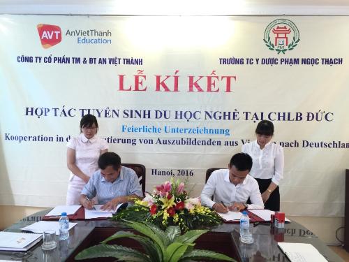 An Việt Thành ký kết biên bản hợp tác với trường Trung cấp y dược Phạm Ngọc Thạch.