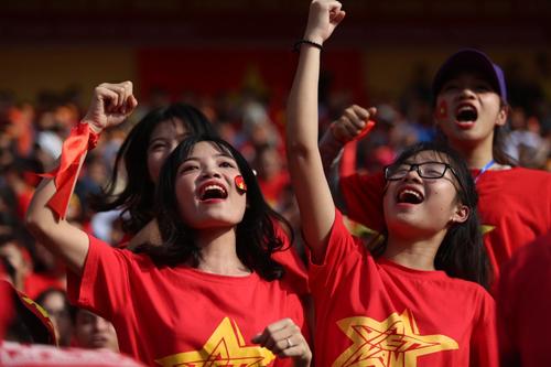 Tối 23/1, cổ động viên đã reo hò trước chiến thắng của U23 Việt Nam trước Qatar. Ảnh: Ngọc Thành.